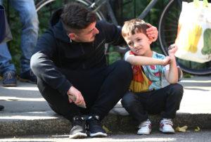 Φωτιά στο Λονδίνο: Η συγκλονιστική φωτογραφία με το μικρό αγόρι!