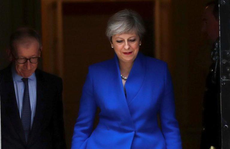 """Βρετανία – Μέι: Απαντάει στους επικριτές της και """"ξηλώνει"""" υπουργούς – Ποιοι παραμένουν στην κυβέρνηση"""