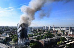 Λονδίνο: Το χρονικό της καταστροφής – Νεκροί, τραυματίες και πολλοι αγνοούμενοι