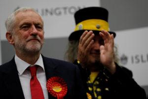Βρετανία – Εκλογές: Παραίτηση Μέι ζήτησε ο Κόρμπιν