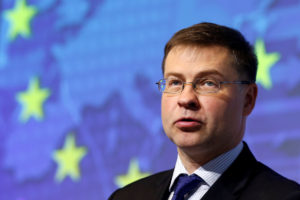 """Ντομπρόβσκις: """"Καιρός να προχωρήσουμε στην εκταμίευση της επόμενης δόσης για την Ελλάδα"""""""