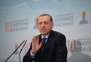 Ερντογάν: Να τερματιστεί η κρίση με το Κατάρ πριν λήξει το Ραμαζάνι