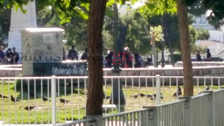 Πάτρα: Συγκεντρώσεις αντιεξουσιαστών και οπαδών του Αρτέμη Σώρρα – Το κέντρο μυρίζει μπαρούτι [pics, vids]