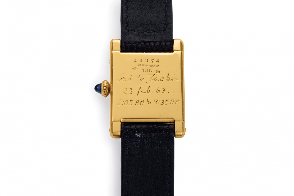 Τίναξε τη… μπάνκα για ένα ρολόι κι ένα πίνακα της Τζάκι Κένεντι [pics]