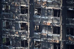 Λονδίνο: Στους 70 οι νεκροί στον φλεγόμενο πύργο, σύμφωνα με βρετανικά ΜΜΕ!