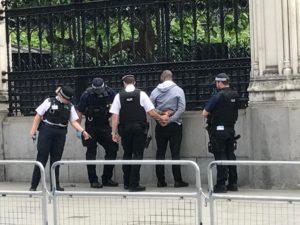 Τρόμος ξανά στο Λονδίνο! Αποκλεισμένη η Βουλή
