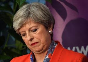 """Τερέζα Μέι: Καταρρακωμένη! """"Θα διασφαλίσουμε τη σταθερότητα"""""""