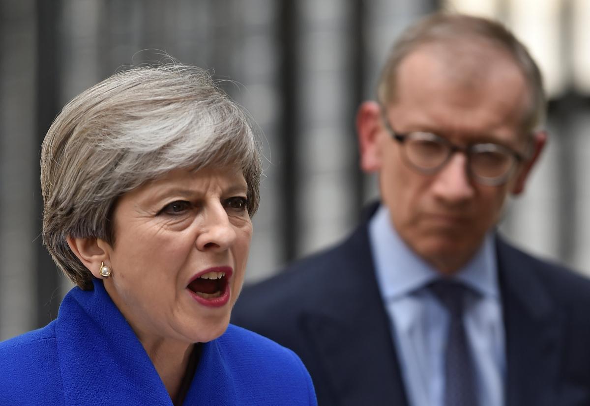 """Αγγλία: Πολύ σκληρή για να """"πεθάνει"""" η Μέι – Κυβέρνηση συνεργασίας και ολοταχώς για Brexit"""