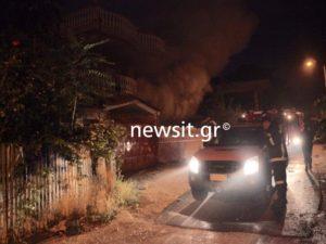 Μενίδι: Σκηνικό πολέμου! Έκαψαν σπίτια του καταυλισμού – Οι Ρομά απάντησαν με πυροβολισμούς!