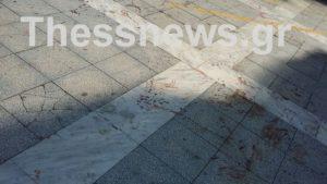 Θεσσαλονίκη: Αιματηρή συμπλοκή στην πλατεία Ναυαρίνου – Ανάστατοι οι κάτοικοι της περιοχής [pic]