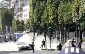 Βρήκαν… οπλοστάσιο στο σπίτι του επίδοξου τρομοκράτη στη Champs Elysees