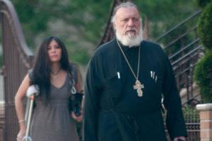 Νέα μπλεξίματα για τον… άτακτο ομογενή ιερέα!