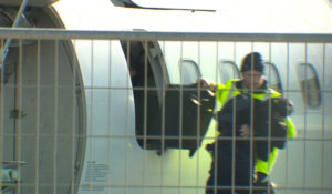 """Δραματικές στιγμές: """"Πηδήξτε από το αεροπλάνο"""" [pics, vid]"""