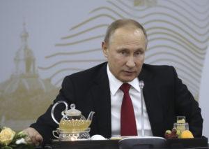 Βλαντιμίρ Πούτιν: Συνέντευξη με… θεωρίες συνομωσίας για τους χάκερς!
