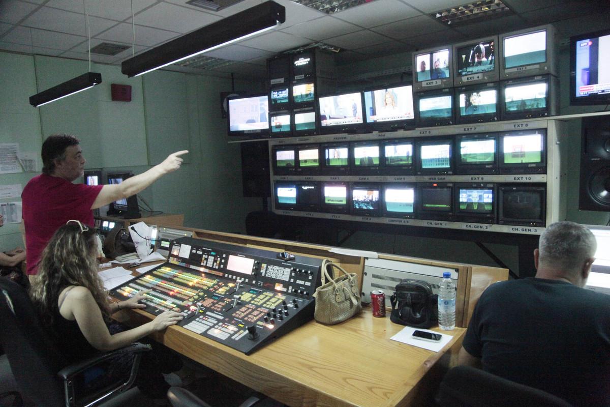 Δυστυχώς η κυβέρνηση θα παρατείνει το θολό τηλεοπτικό τοπίο