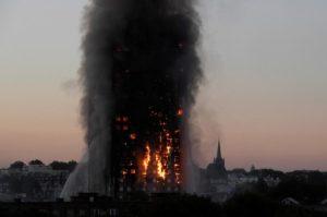 Λονδίνο: Ο πύργος της κολάσεως και τα ουρλιαχτά του πόνου! Θρήνος και οργή για τους νεκρούς [vids]