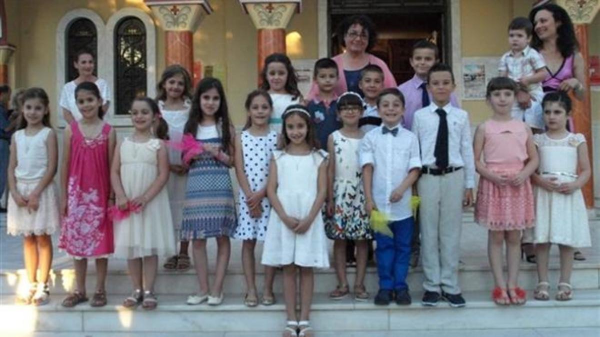 """Αχαΐα: Η τάξη που έγινε… """"νονά"""" – Βάφτισαν όλοι μαζί τη συμμαθήτρια τους [pic]"""