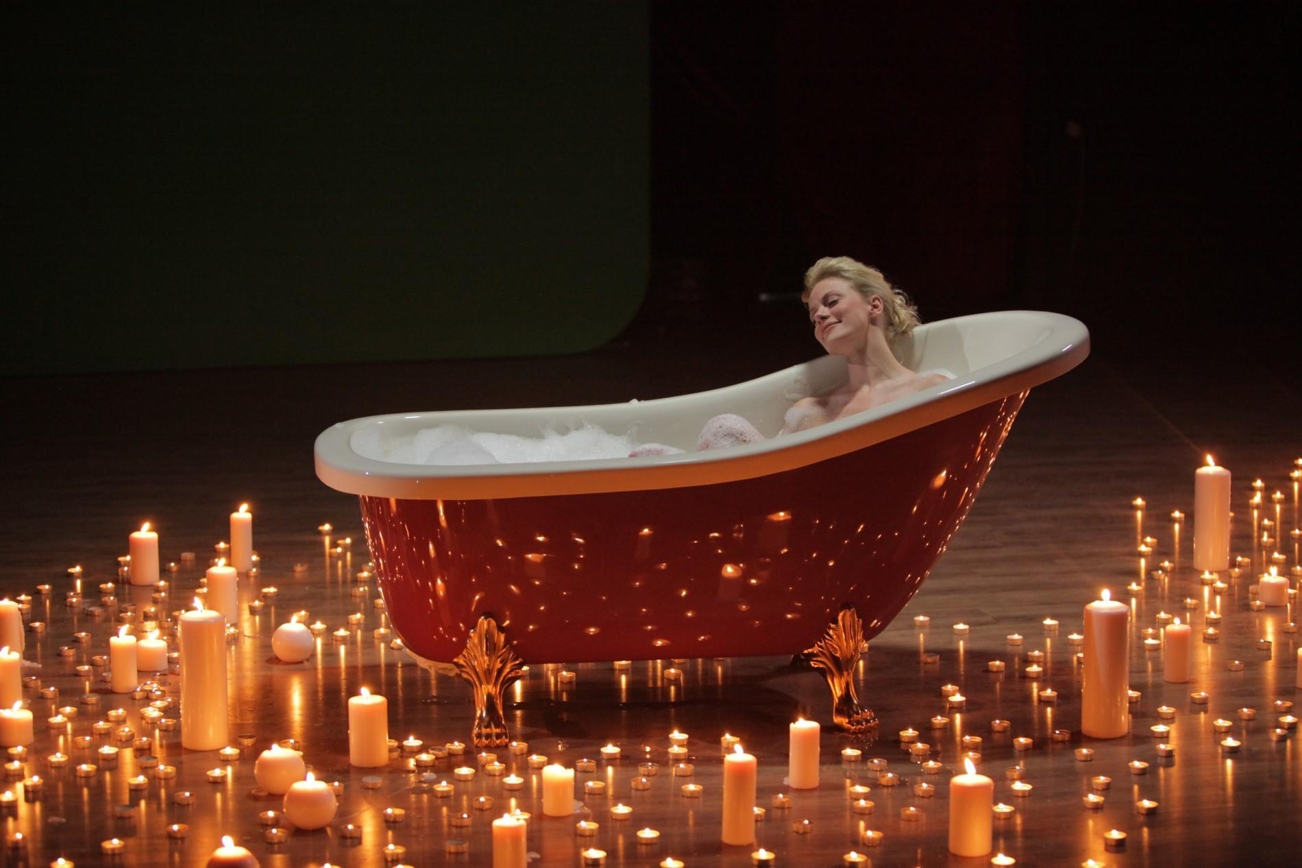 Η Ζέτα στο μπάνιο και η Τζένη… στο ξυράφι!