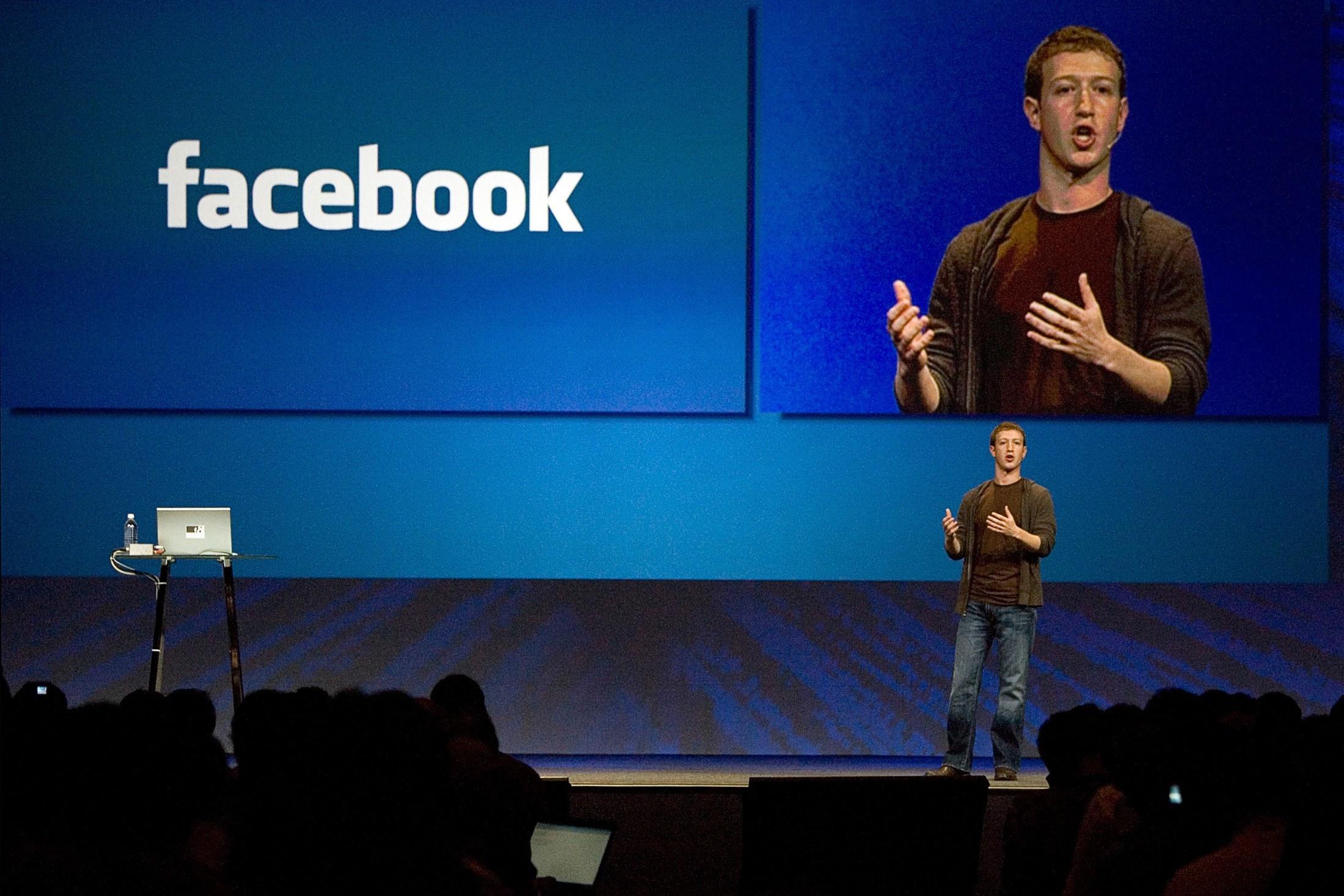 Facebook: Ο Μάρκ Ζούκερμπεργκ έχασε 6 δισ. από την πολύωρη «κατάρρευση» και απολογήθηκε