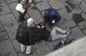 """Επίθεση στο Λονδίνο: Η γυναίκα που """"έδωσε"""" τον μακελάρη [pic]"""