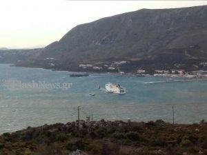 Χανιά: Το πλοίο Έλυρος της Anek Lines αντιμέτωπο με 8 μποφόρ – Δείτε τις προσπάθειες του καπετάνιου!
