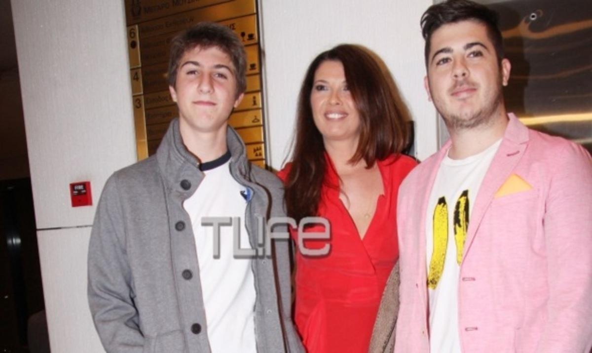 Η Σοφία Αλιμπέρτη με τους γιους της (Ο Μιχαήλ Άγγελος είναι δεξιά)