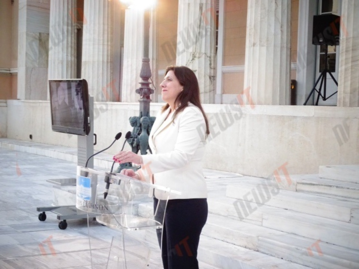 Μόνη της η Ζωή Κωνσταντοπούλου στην δική της εκδήλωση για τη Δημοκρατία – Απών ο Τσίπρας – Εμπάργκο από ΠτΔ και πολιτικούς αρχηγούς