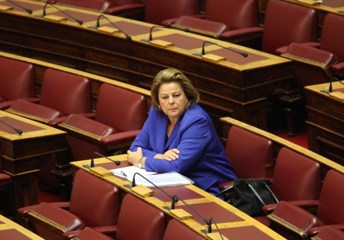 """Λούκα Κατσέλη: """"Κατανοώ αλλά αδυνατώ να ψηφίσω το άρθρο 37 ως έχει"""""""