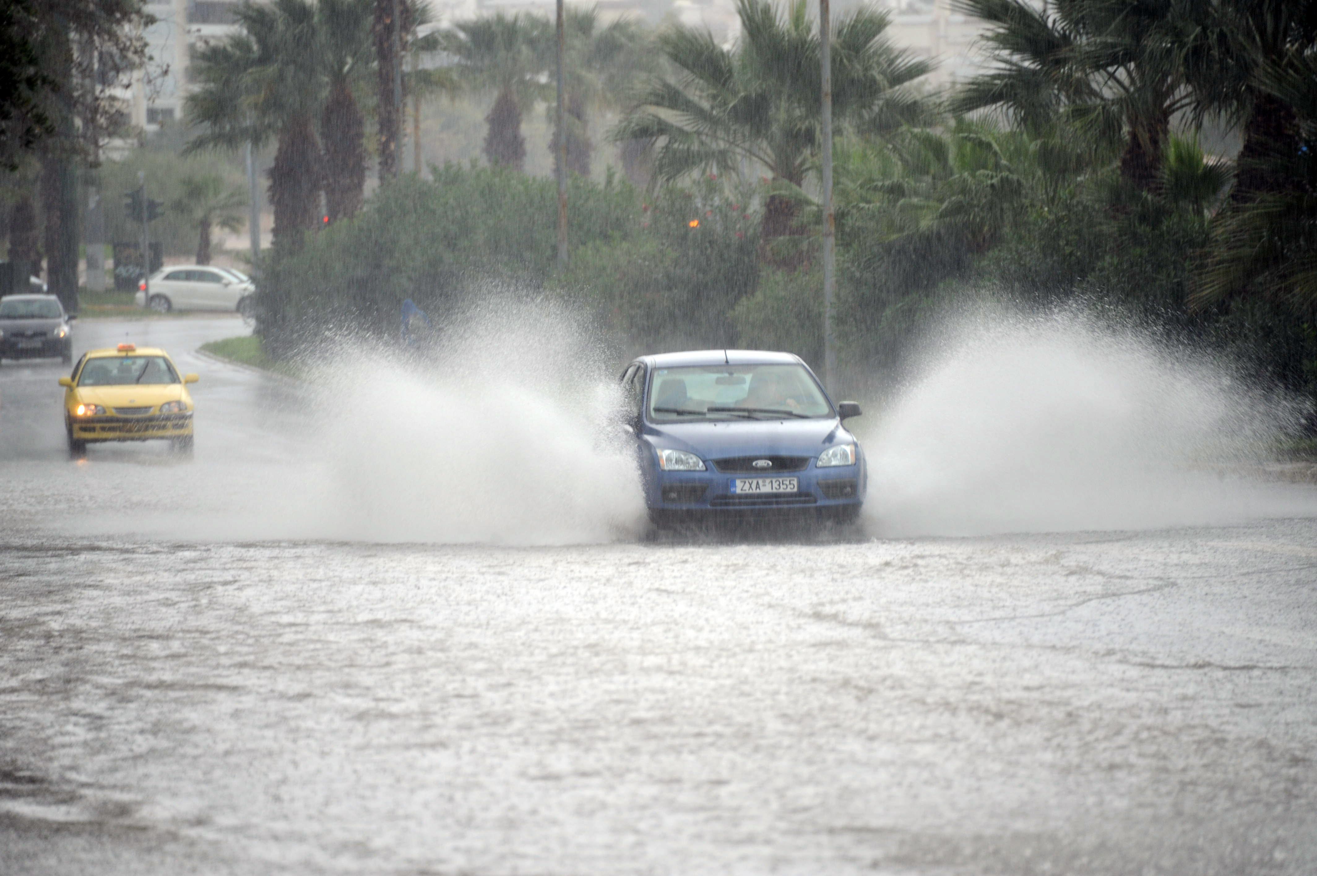 Έκτακτο δελτίο επιδείνωσης του καιρού: Ισχυρές βροχές και καταιγίδες από τα δυτικά