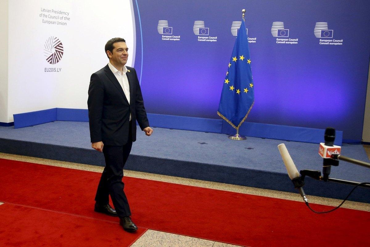 Μαζί με τον Τσίπρα και ο Δραγασάκης – Βαρουφάκης: Πασχίζουμε να είναι η τελευταία διαπραγμάτευση