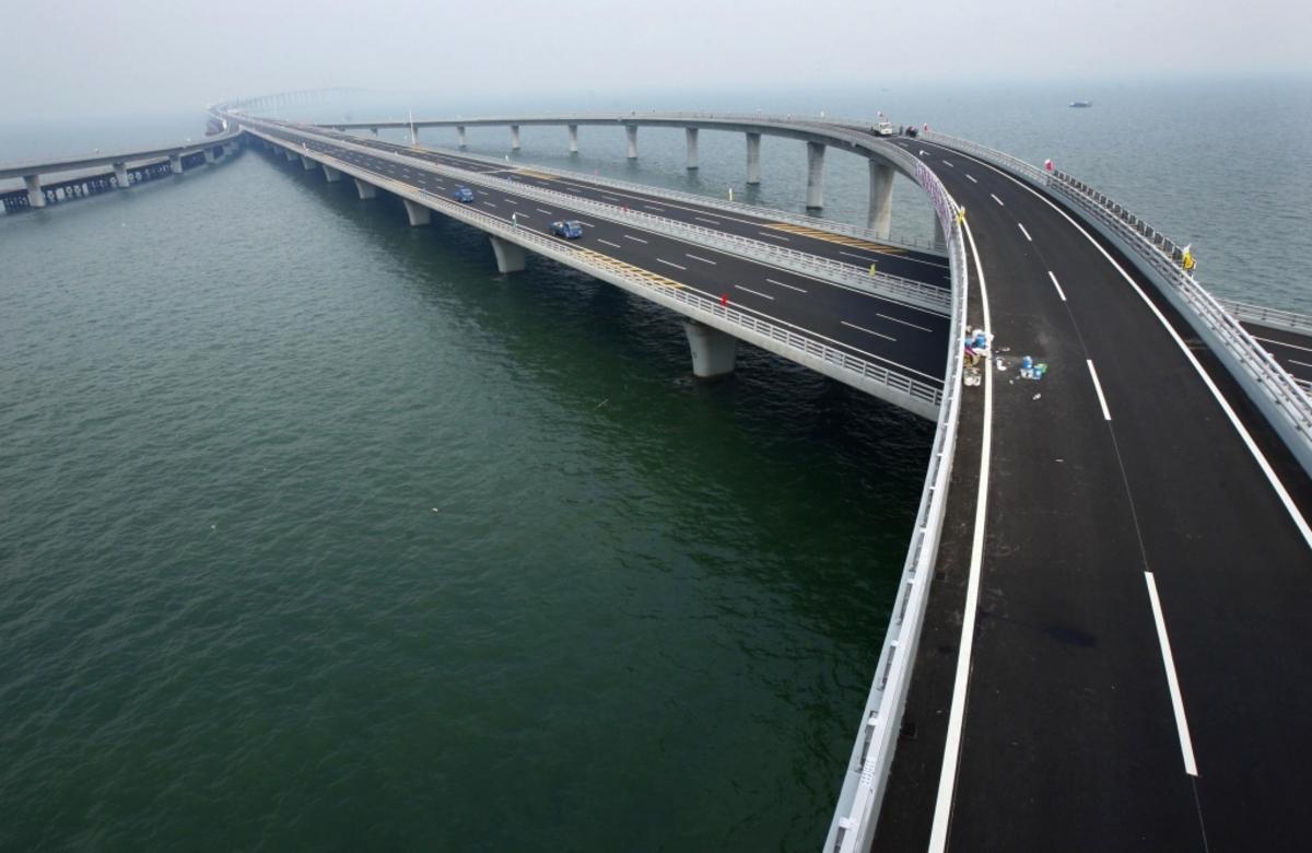 Η γέφυρα που χάνεται στο βάθος του ορίζοντα