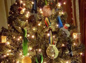 Δράμα: Το χριστουγεννιάτικο δέντρο της Άννας Κορακάκη γέμισε εκπλήξεις [pics]