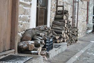 Φλώρινα: Δωρεάν καυσόξυλα σε άνεργους και άπορους – Τι πρέπει να κάνουν οι δικαιούχοι…