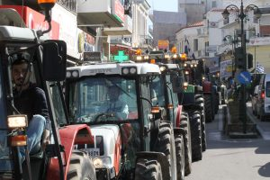 """Μακεδονία: """"Ρήγμα"""" στις αγροτικές κινητοποιήσεις – Αποστάσεις από τους Θεσσαλούς αγρότες για τα μπλόκα!"""
