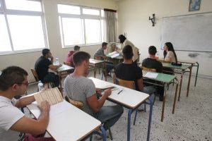 Πανελλήνιες 2016: Ο απρόσκλητος επισκέπτης που χάλασε την ηρεμία των εξετάσεων – Δείτε τις φωτογραφίες που τράβηξε μαθητής!