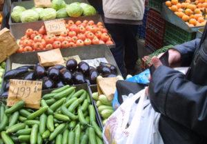Χανιά: Η λαϊκή αγορά έξω από σχολείο πυροδοτεί εντάσεις και διαμαρτυρίες!