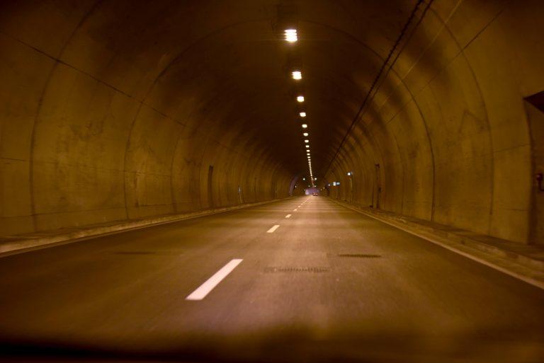 Εθνική Οδός Αθηνών – Πατρών: Απίθανα πράγματα στη νέα σήραγγα Παναγοπούλας!
