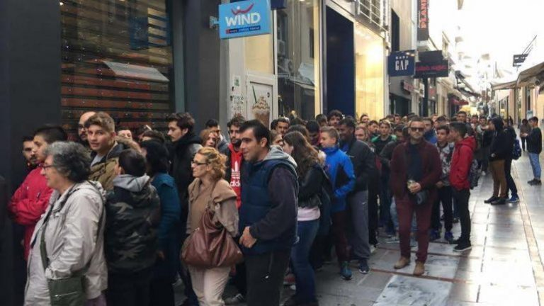 Black Friday στην Κρήτη: Οι προσφορές έφεραν ουρές – Εντάσεις και συνωστισμός [pics, vids]