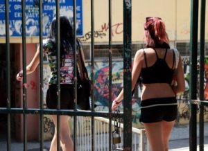 Χανιά: Σκυλοκαβγάς στα ΚΤΕΛ – Φοιτήτριες και οδηγός έγιναν μαλλιά κουβάρια!
