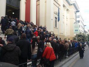 Αρτέμης Σώρρας: Οπαδοί του στα δικαστήρια – Θα παραδοθεί η Βάια Ρουγκλίου; [pics, vids]