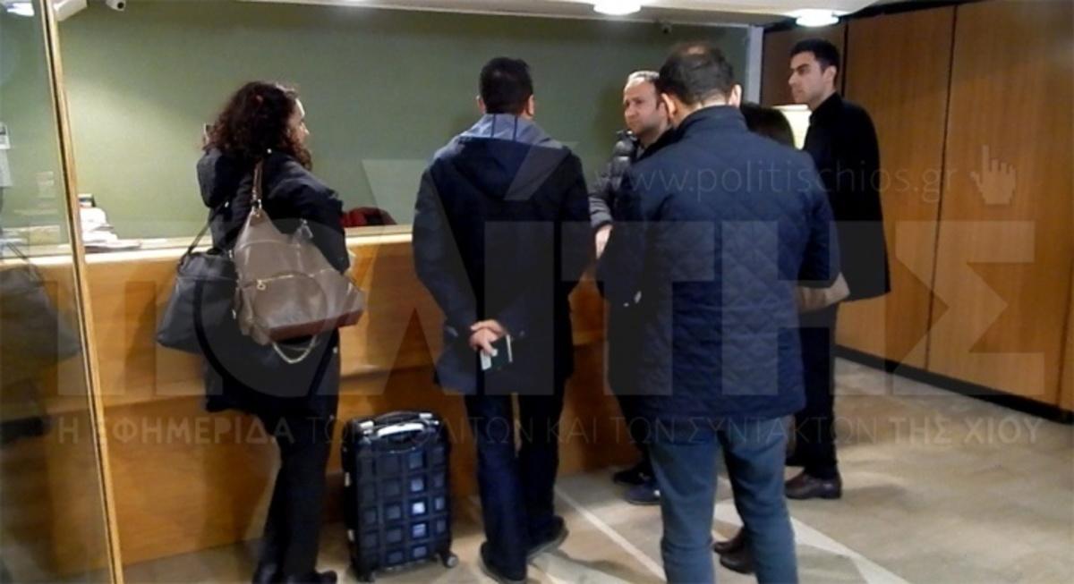 Χίος: Αυτοί είναι οι πρώτοι 6 Τούρκοι αστυνομικοί που έφτασαν στο νησί – Οι δύο Τουρκάλες μαγνήτισαν τα βλέμματα (Βίντεο)!