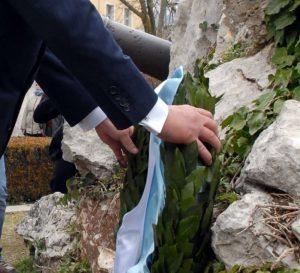Γιάννενα: Ξύλο για τα… μάτια του Παππά – Τραυματίες αστυνομικοί στην επέτειο απελευθέρωσης της πόλης!
