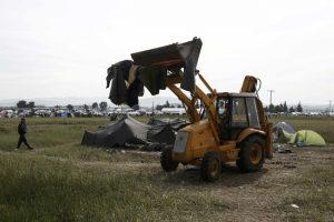 Ειδομένη: Σε εξέλιξη η επιχείρηση εκκένωσης – Προχωρούν στα ενδότερα του καταυλισμού οι αστυνομικοί (Φωτό)!