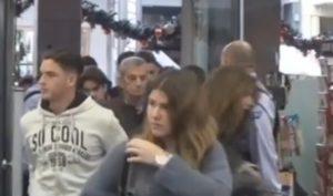 Black Friday στην Πάτρα: Η στιγμή που ανοίγουν οι πόρτες – Οι δύο όψεις της αγοράς [pics, vids]