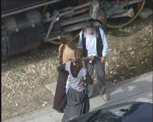 Πάτρα: Το χέρι της κοπέλας δεν προχώρησε τυχαία – Αποκαλυπτικές εικόνες σε πλατεία [pics]