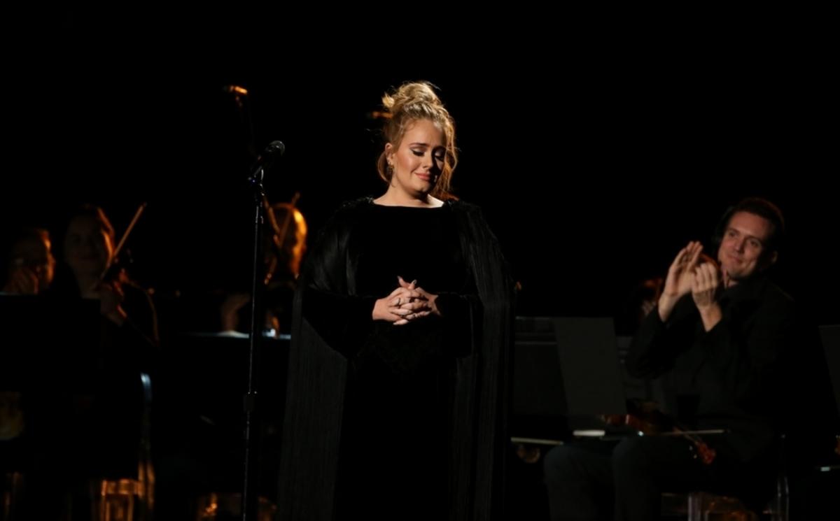 "Grammy: Η Adele έβρισε και σταμάτησε αφιέρωμα για τον George Michael! ""Δεν μπορώ να το χαλάσω"" [vid]"