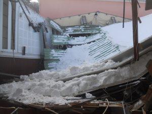 Χιόνια – Λέσβος: Κατέρρευσε από το βάρος η στέγη του ιστορικού «Αναγνωστηρίου» Αγιάσου! [pics]