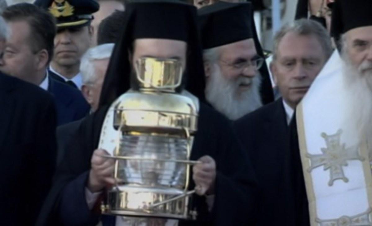 """Άγιο Φως: Έφτασε στο """"Ελευθέριος Βενιζέλος""""! Αρχίζει το ταξίδι του σε όλη την Ελλάδα"""