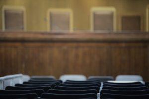 """Ένταση λόγω… έλλειψης χώρου στη δίκη για τα θαλασσοδάνεια του Ταχυδρομικού Ταμιευτηρίου: """"Πού ακούστηκε όρθιοι δικηγόροι να δικάζουν;"""""""