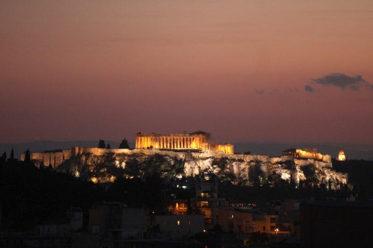 61χρονος αυτοκτόνησε πέφτοντας στο αρχαίο θέατρο Διονύσου στην Ακρόπολη!